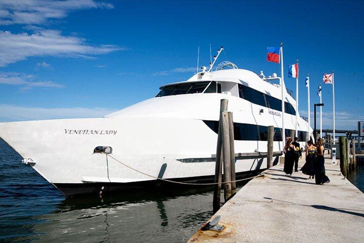 boat-venetian-lady-front