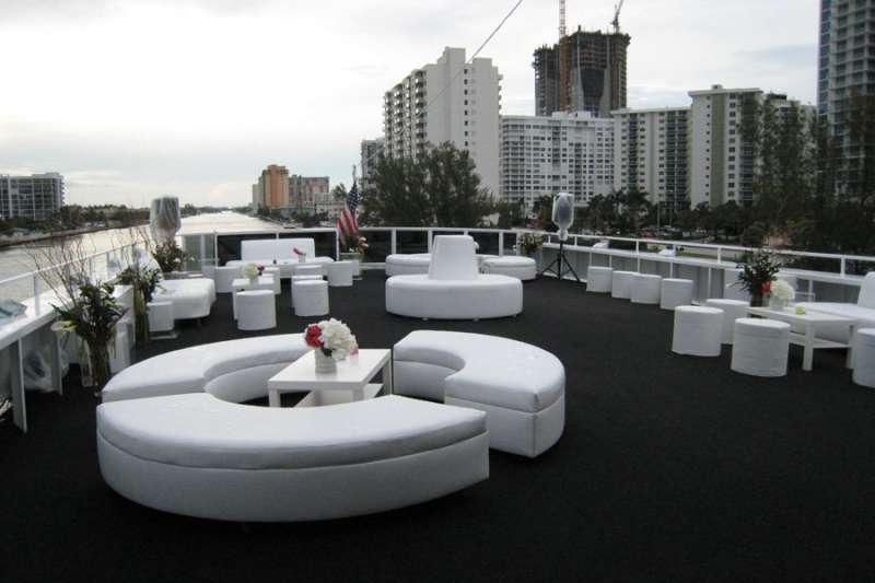 South Beach Lady Party Yacht For Special Events In Miami