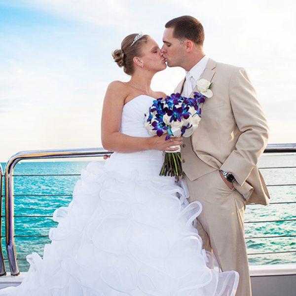 wedding-couple-kissing